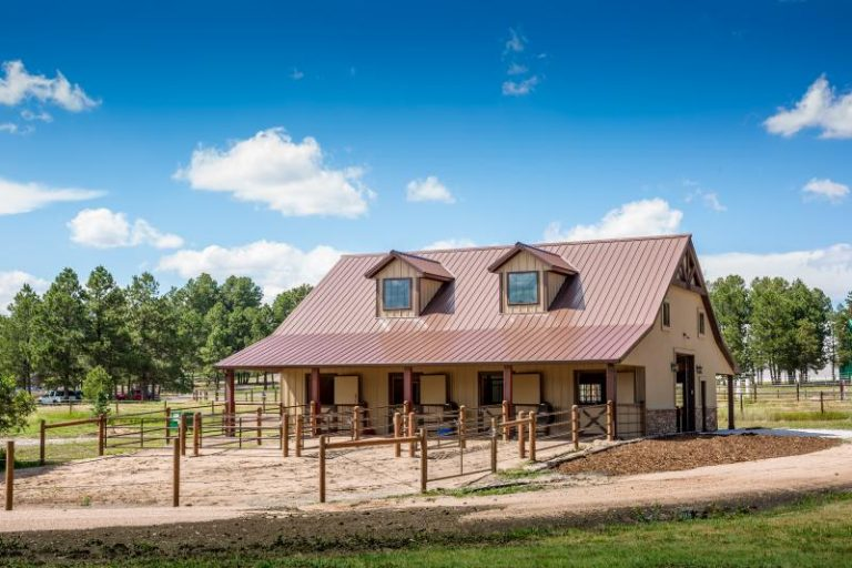 Horse Barn 768x512 1
